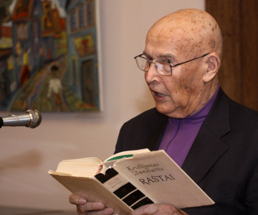 Mirė literatūros kritikas V. Areška
