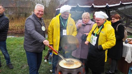 Kopūstienės virimo čempionate varžėsi ir Kelmės rajono savivaldybės administracijos komanda
