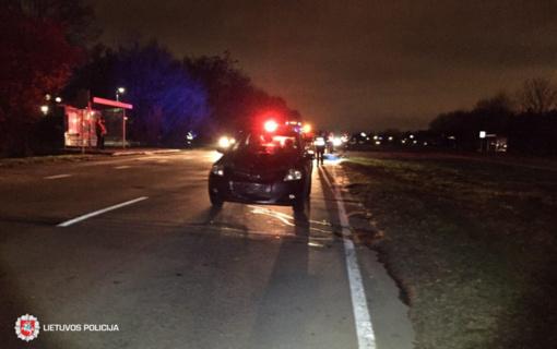 Antradienį kelyje žuvo žmogus – tamsoje be atšvaitų ėjusi pėsčioji
