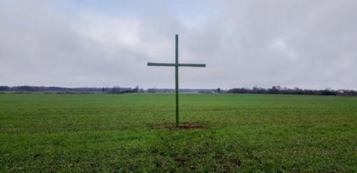 Žali kryžiai kyla ir Jurbarko r. ūkininkų laukuose
