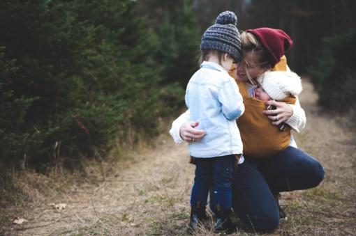 Socialinio darbo ypatumai su šeimomis: tėvystės įgūdžių stoka ir baimė keistis
