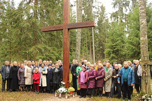 Jūrės miestelyje – kryžius beprasmėms karo aukoms