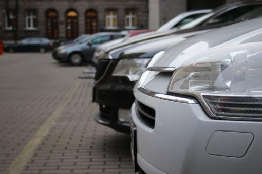 Prieš teismą stos kaunietis, fiktyviai registravęs Lietuvoje kitų šalių piliečiams parduotus daugiau nei tūkstantį automobilių