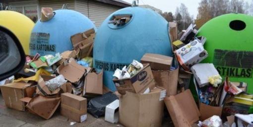 """Už laiku neišvežtas atliekas """"Ekonovus"""" bendrovei skirta tūkstantinė bauda"""