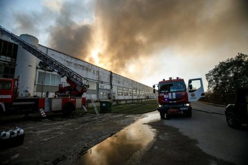 Ekspertai Alytuje ieškos būdų, kaip išvalyti po gaisro likusį užterštą vandenį