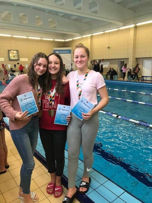 Olimpiečių taurės žibėjo Šiaulių plaukikų rankose