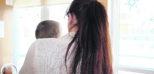 Krizę patyrusiai mamai – pagalba pradėti savarankišką gyvenimą