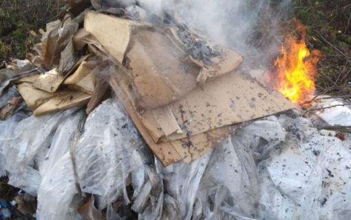Telšių mieste pastebėtos deginamos atliekos