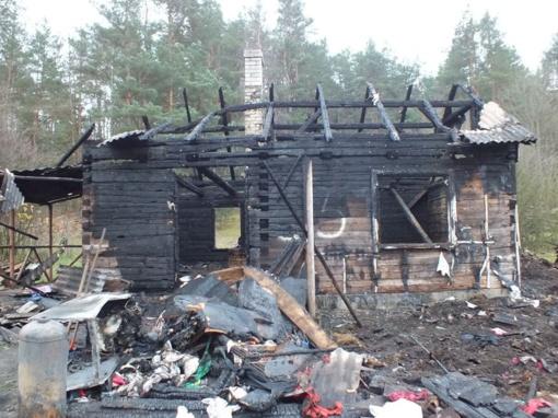 Tik per plauką liko gyvi: šeimą išgelbėjo dūmų detektorius