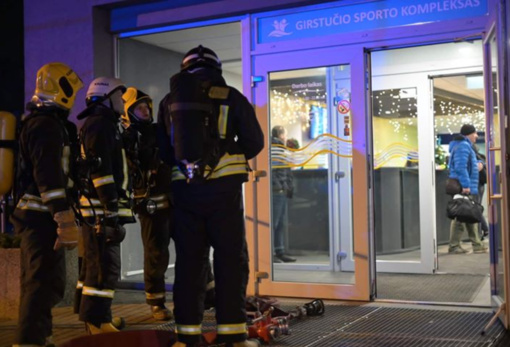 """Dėl dūmų Kauno """"Girstučio"""" baseine buvo evakuota apie 100 žmonių"""