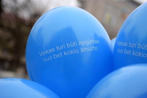 Pasaulinę smurto prieš vaikus prevencijos dieną – ryškus priminimas iš vaiko teisių gynėjų