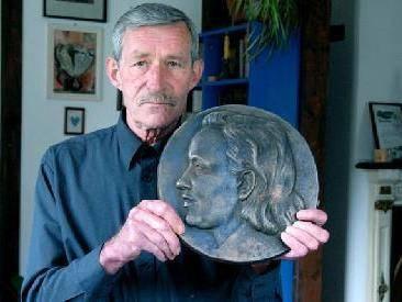 Mirė skulptorius Jonas Žukas
