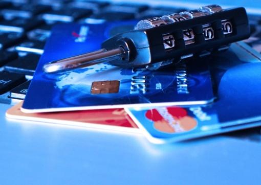 Marijampolės degalinėje atsiskaityta vogta banko kortele