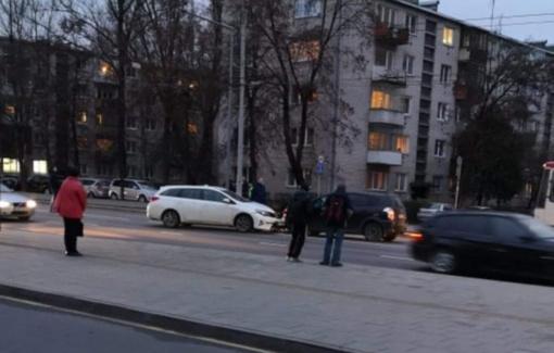Vilniuje susidūrė du automobiliai, į ligoninę apžiūrai išvežtas kūdikis