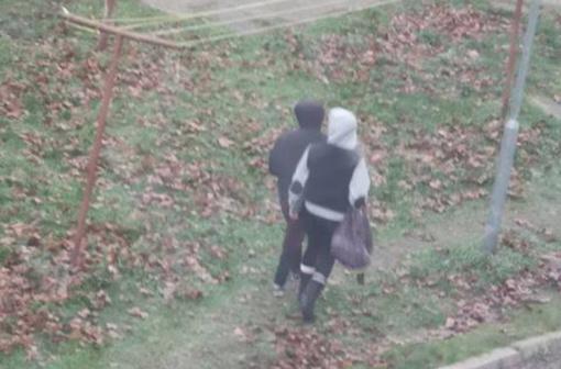 Įspėja Varėnos gyventojus: dvi įtartinos moterys landžioja į atrakintus butus