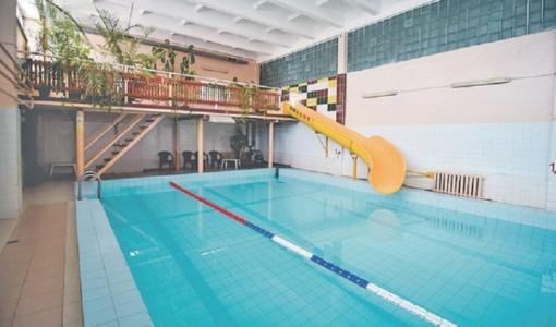 Pasklidusių kalbų apie Rietavo baseino uždarymą meras nepatvirtino