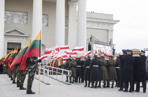 V. Adamkus apie Baltarusijos dalyvavimą laidotuvėse: A. Lukašenka elgiasi nenuoširdžiai