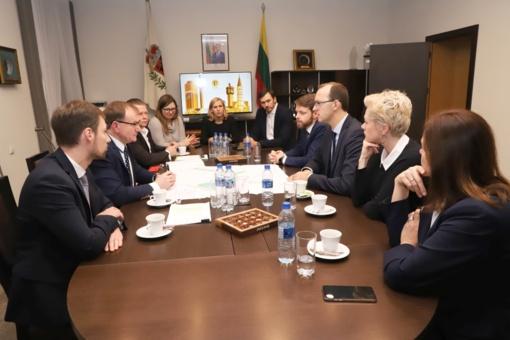 Su ministerijos atstovais aptartas LEZ ir oro uosto vystymas