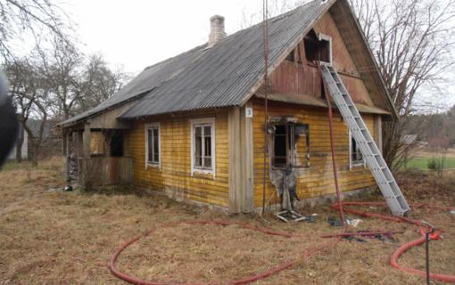 Varėnos rajone gaisre žuvo žmogus