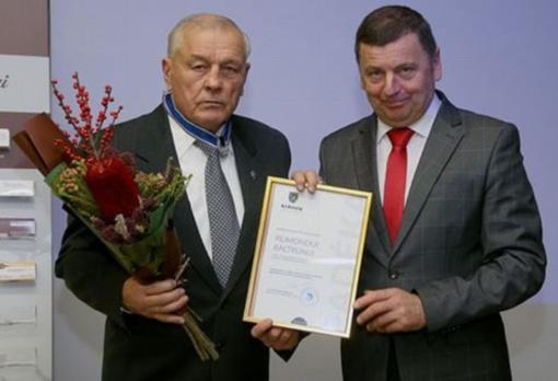 Bokso sekcijos įkūrėjui Kėdainiuose įteiktas savivaldybės sidabro garbės ženklas