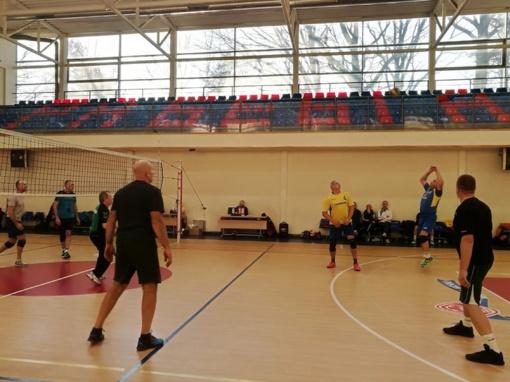 Veteranų tinklinio turnyre – sportinis azartas ir puiki nuotaika