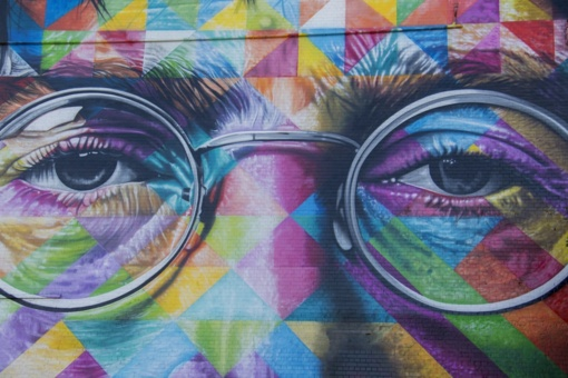 Apvalūs Johno Lennono akiniai nuo saulės bus parduoti aukcione