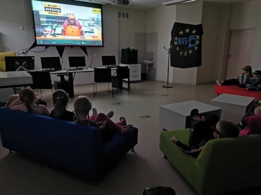 """Draugo dieną """"Saulės"""" filiale mažieji lankytojai mėgavosi 3D filmo seansu"""