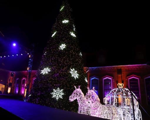 Kauno rajono eglutė jau skleidžia kalėdinę dvasią
