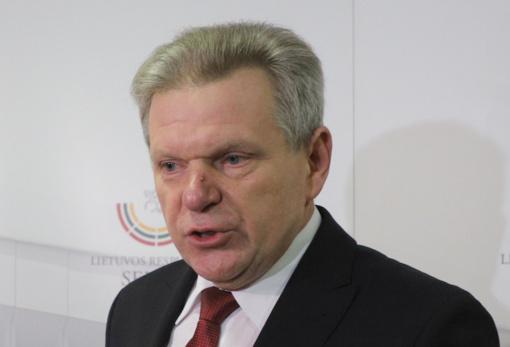 Politologai: premjerui tapus sprendimo įkaitu, racionaliausias valdančiųjų sprendimas būtų pakeisti J. Narkevičių