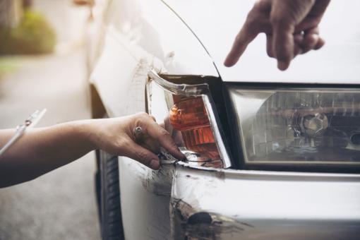 Perspėjimas – patekus į eismo įvykį neužkibkite ant neapsidraudusių vairuotojų kabliuko