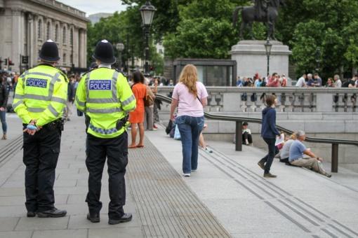 Dešimtys lietuvių Anglijoje kaltinami pedofilija