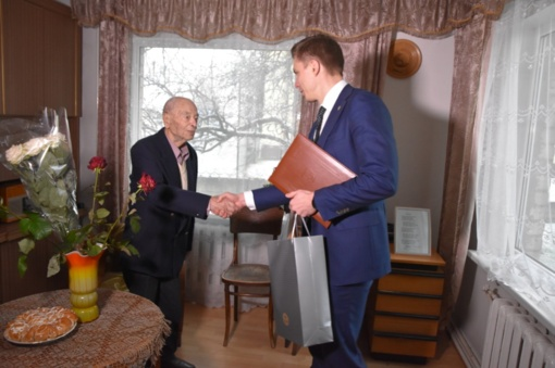 Rajono meras pasveikino šimtametį jonavietį