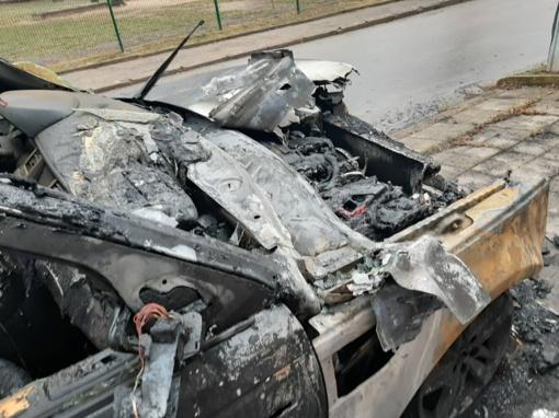 Šiauliuose padegtas automobilis