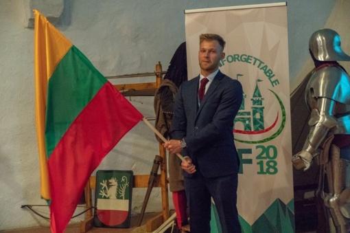 Gruodžio 5-oji – tarptautinė jaunimo judėjimo LEO diena. Prisijunk!