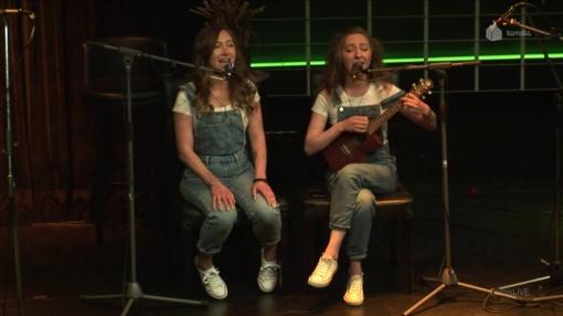 Įkvepianti dvynių istorija: svajonė dainuoti užaugo mažo kaimelio vaikų dienos centre