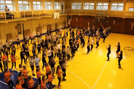 """S. Daukanto gimnazijoje sveikatingumo renginys """"Judėkime zumbos ritmu"""""""
