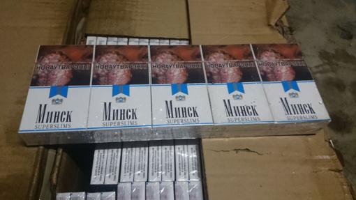 Baltarusės automobilyje – slėptuvė su 2 000 pakelių cigarečių