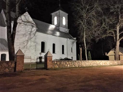 Projekto rezultatas – švytintis Vyžuonų šv. Jurgio bažnyčios bokštas ir nauja tvora Sprakšių kapinaitėse
