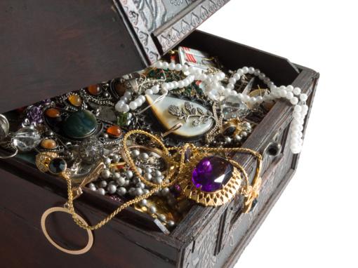 Šiauliuose iš moters namų pavogta juvelyrinių dirbinių už 5,3 tūkst. eurų
