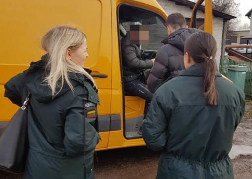 Automobilių pirkti atvykę kirgizai Lietuvoje užsibuvo per ilgai