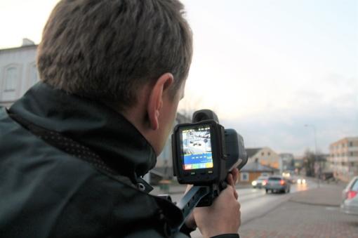 """Greičio mėgėjų baubas – lazerinis greičio matavimo ir skaitmeninio vaizdo prietaisas """"TruCAM II"""""""