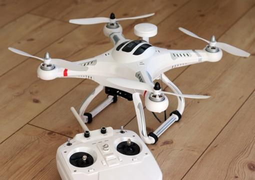 Vilniuje išdaužus langą iš prekybos centro pavogti trys dronai
