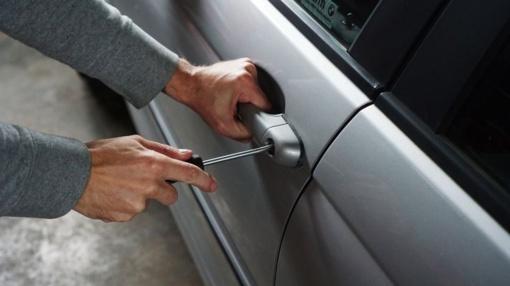 Vagys toliau taikosi į automobilius: jų sukelti nuostoliai auga