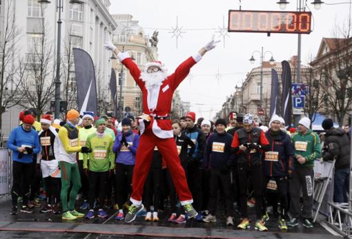 Sekmadienį Vilniuje per Kalėdinį bėgimą bus ribojamas eismas, keisis viešojo transporto maršrutai