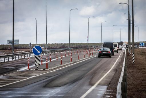 Kelininkai: šalies kelių dangos drėgnos, eismo sąlygos geros