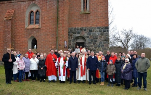 Žukuose į pamaldas vėl kvies pašventintas liuteronų evangelikų bažnyčios varpas