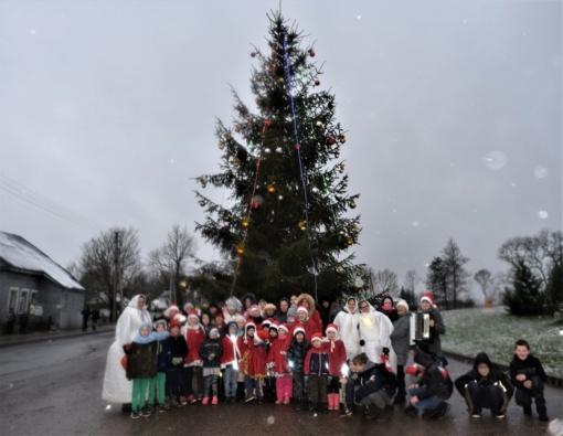 Naujajame Daugėliškyje įžiebta Kalėdų eglutė