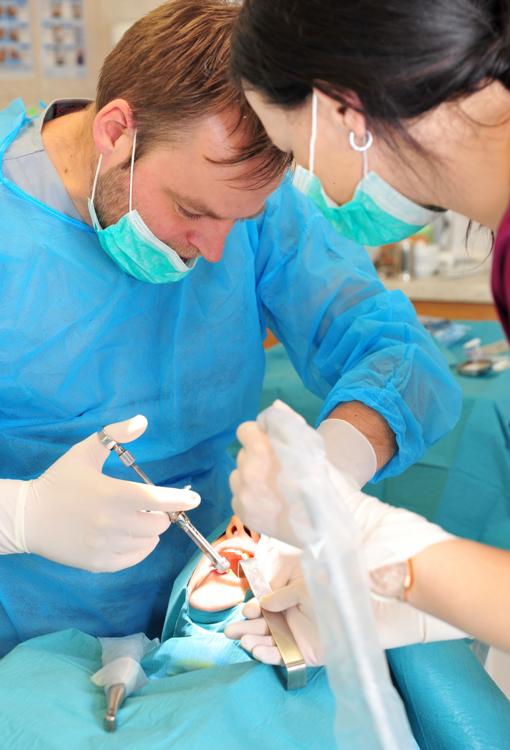 Ką verta žinoti apie dantų implantus?