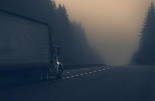 Šalyje eismo sąlygas sunkina rūkas