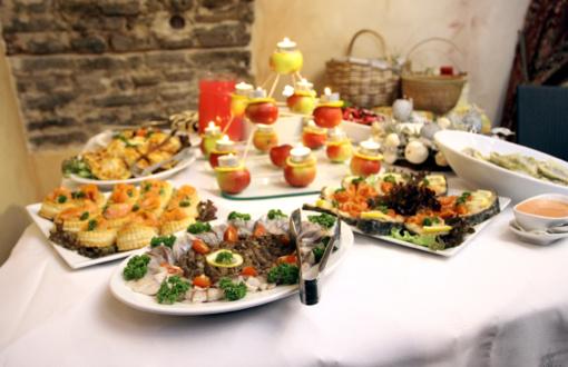 Dietistės patarimai: kaip nepersivalgyti per šventes?